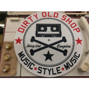 DIRTY OLD SHOP crni logo SLIPMAT